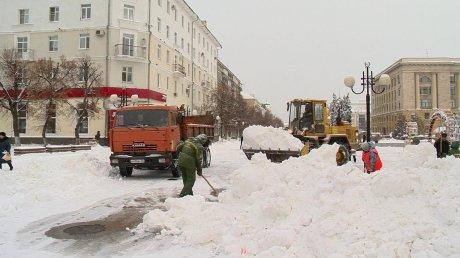 Уборка снега с территорий ручная