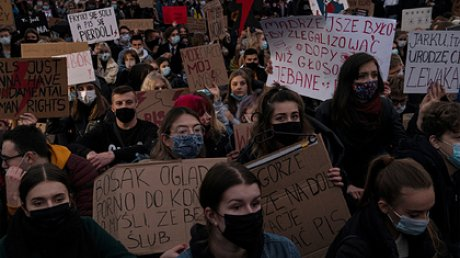 Польша отложила ужесточение закона озапрете абортов нафоне двухнедельных протестов