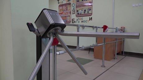 Пензенские росгвардейцы проверяют безопасность школ
