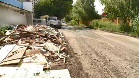 На улице Саранской после жалоб жителей вывезли мусор