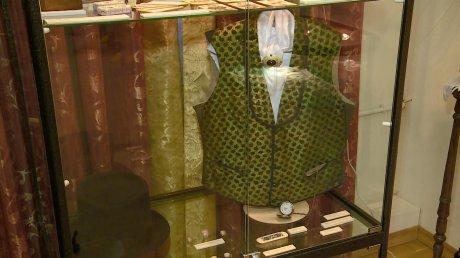 В Литературном музее открылась выставка моды XIX века