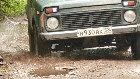 Часть дороги на ул. Совхоз-Техникум заняла  лужа
