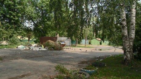 Улица Пролетарская покрылась ковром из мусора