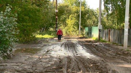 В Пензе грейдер изуродовал дорогу, которую пытался выровнять
