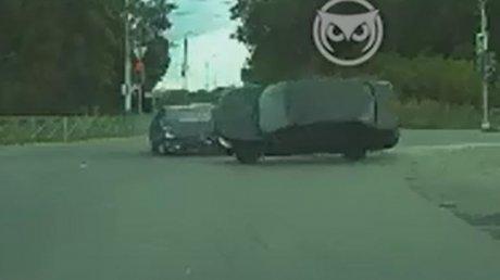 В Пензе Datsun проехал на красный свет и получил удар в бок