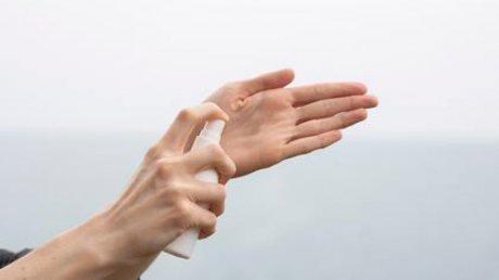 Дерматолог дала советы по спасению кожи рук в домашних условиях