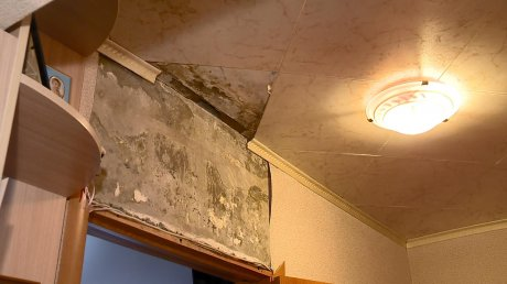 Жители дома № 16 на Токарной устали от проблем с крышей