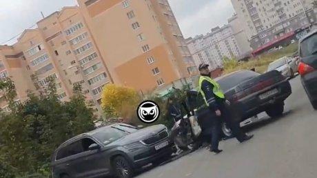 В Пензе двух человек увезли в больницу с места ДТП на ул. Лядова