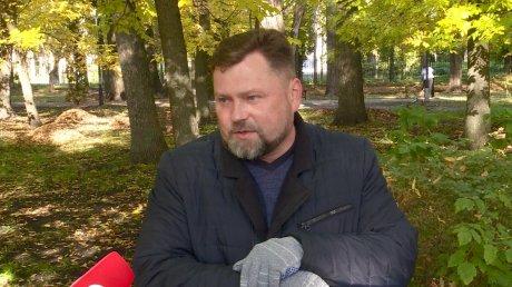 Пензенские чиновники вышли на субботник в Комсомольском парке