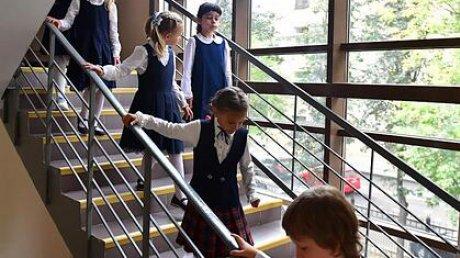 Россиянам заявили об отсутствии планов массово закрывать школы из-за COVID-19