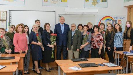 В. Супиков поздравил педагогов школы № 41 с наступающим праздником