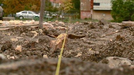 В Терновке дорога у школы № 69 превратилась в болото