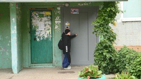 Пензячку возмутили несознательные расклейщики объявлений