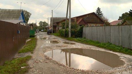 Дорога на Астраханской скрылась под глубокими лужами
