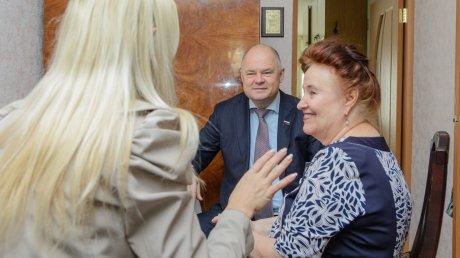 Вадим Супиков поздравил заслуженного учителя РФ с праздником