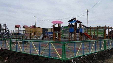 Пятилетнюю россиянку насмерть задавило качелями на новой детской площадке