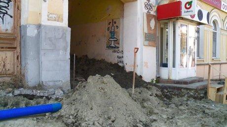 Жители дома на Московской оказались в изоляции из-за траншеи