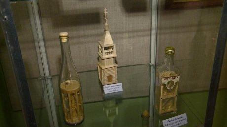 В Пензе открылась выставка миниатюр в бутылках