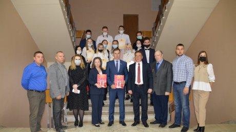 В Пензенской городской думе вручили награды лучшим волонтерам